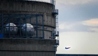 Greenpeace estrella dron con forma de Superman en planta nuclear