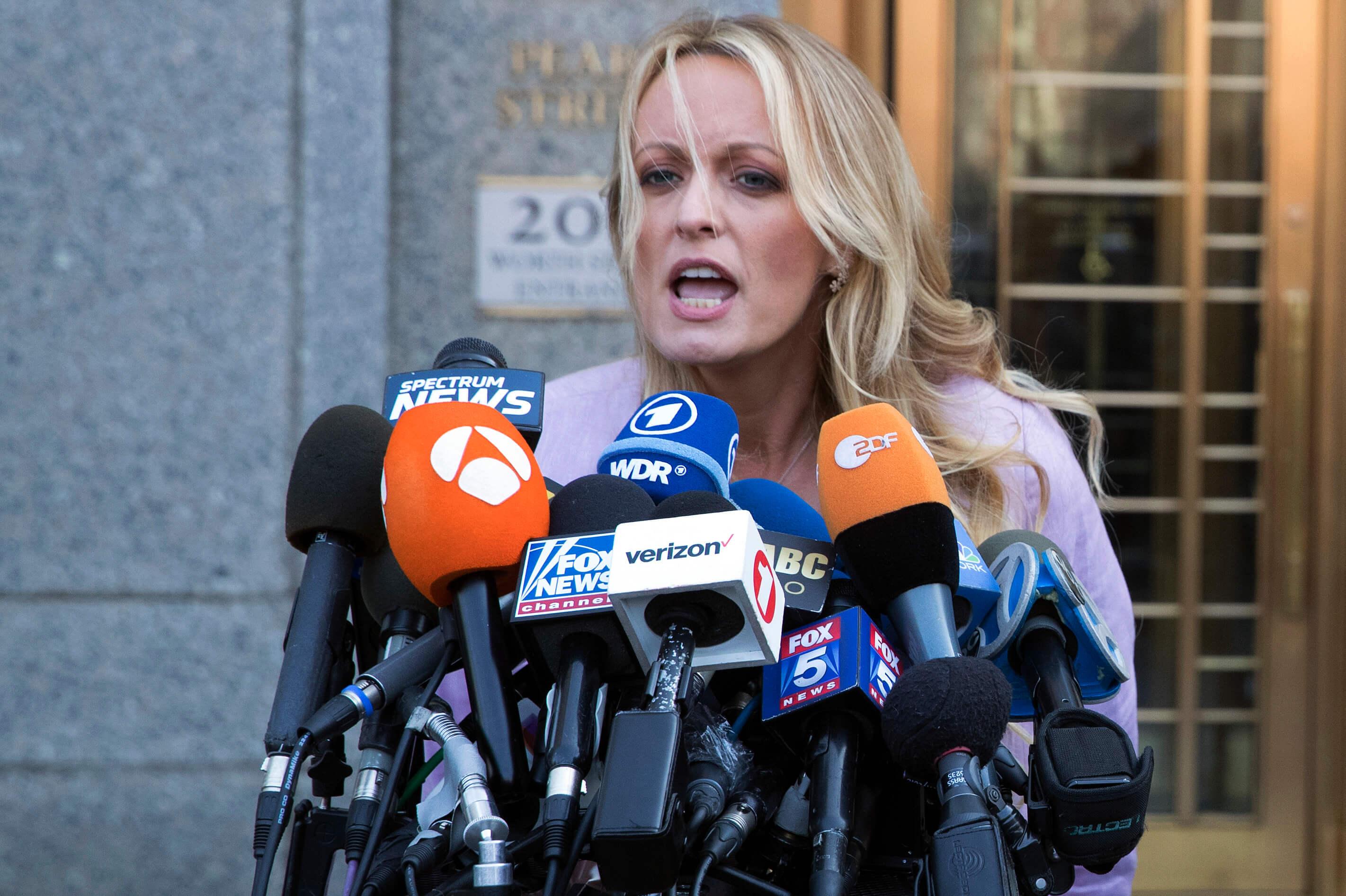 Piden el divorcio a Stormy Daniels — Sonríe Trump