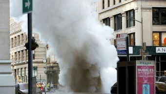 Estalla tubería de vapor en Manhattan
