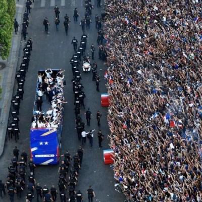 Selección francesa celebra victoria mundialista en Campos Elíseos