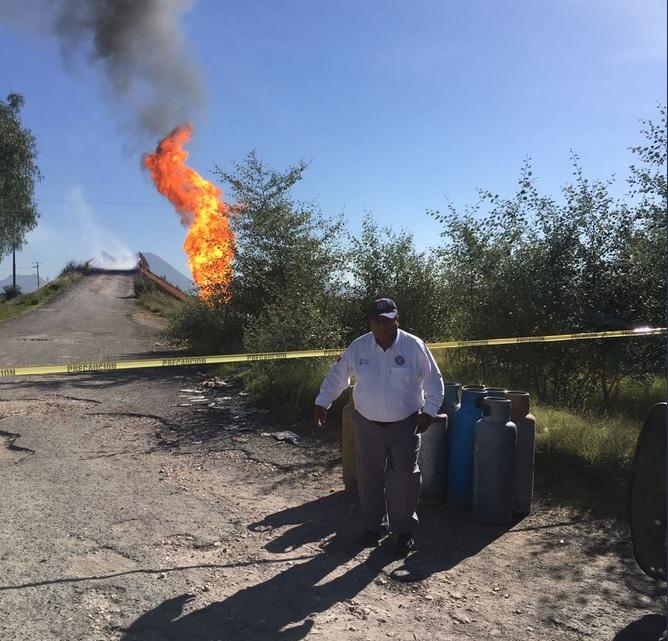 Se registra incendio por toma clandestina en Acajete, Puebla