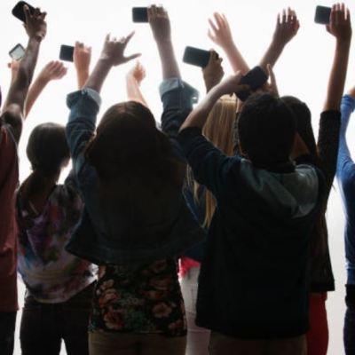 Adolescentes de la generación iGen podrían sufrir crisis mental