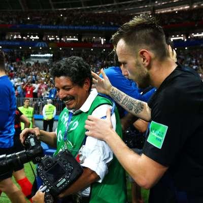 El fotógrafo latino que conquistó a Croacia e hizo historia en la celebración de las semifinales