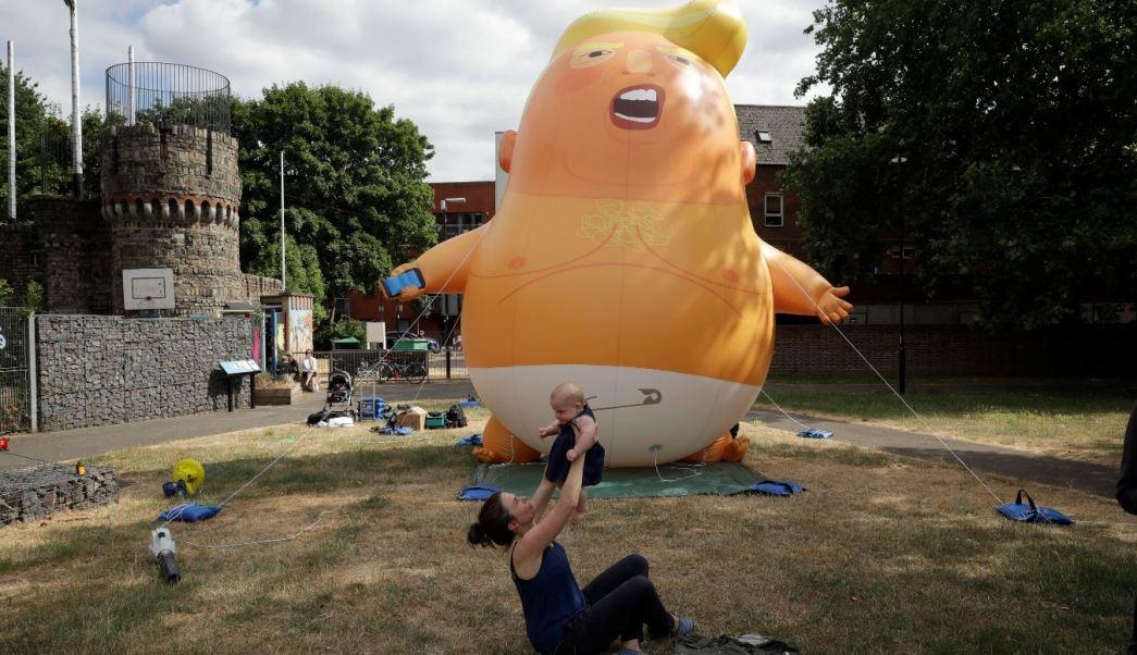 El 'bebé Trump' viajará a Escocia en protesta