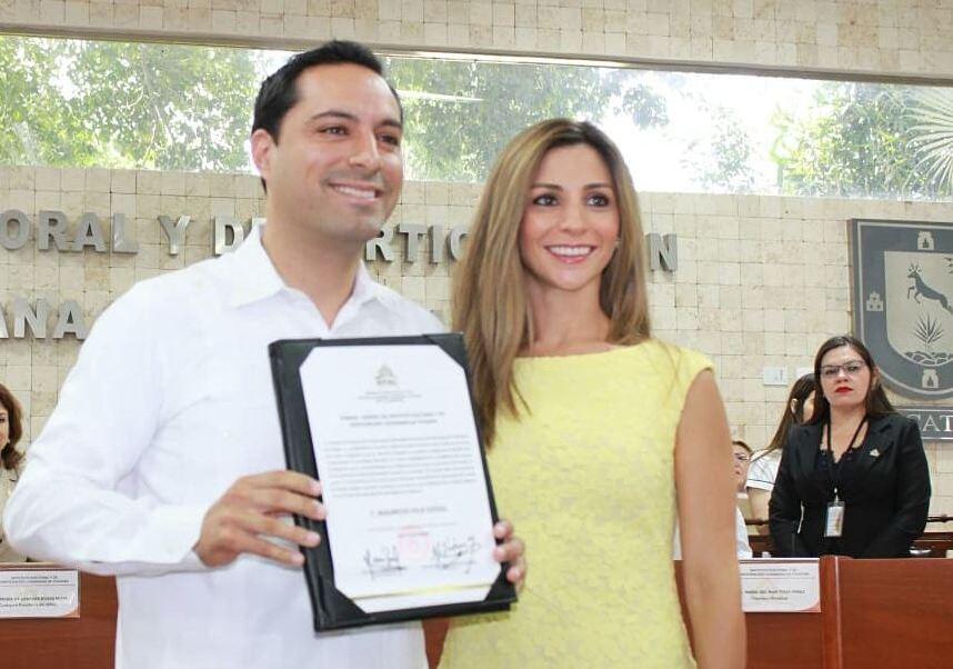 Vila Dosal recibe constancia como gobernador electo de Yucatán