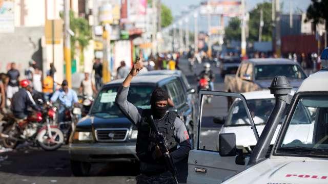 EU autoriza salida de personal en Haití ante protestas por gasolina