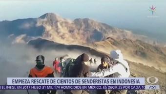 Helicópteros rescatan a alpinistas atrapados tras sismo en Indonesia