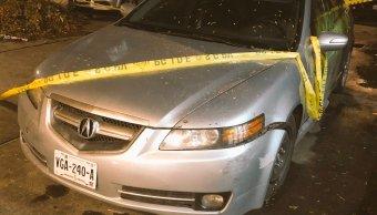 Investigan homicidio de sujeto en un vehículo en Copilco