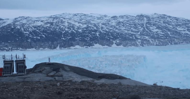 Un monstruoso iceberg amenaza con hacer desaparecer un pueblo en Groenlandia — Alerta