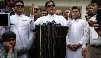 Exjugador de cricket proclama triunfo en elección de Pakistán