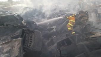 Incendio dentro de corralón afecta a 200 vehículos en Puebla