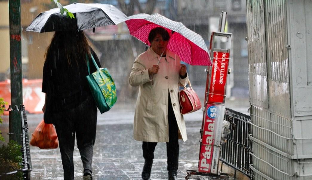 Prevén sábado con lluvia en la CDMX