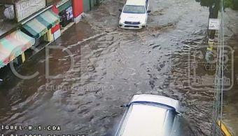 Lluvia provoca socavón e inundaciones en la CDMX