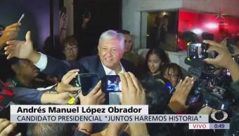 López Obrador recibido por simpatizantes domicilio Coyoacán