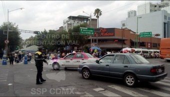 Permanece cerrada por manifestantes avenida Bucareli, CDMX