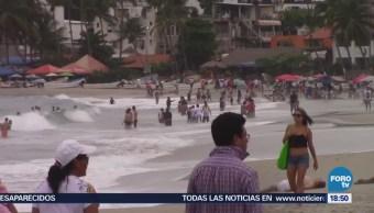 Miles de turistas llegan a Puerto Escondido