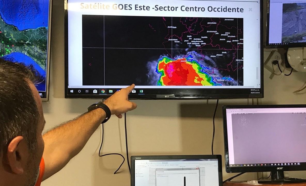 Intensas lluvias causan daños materiales en Colima