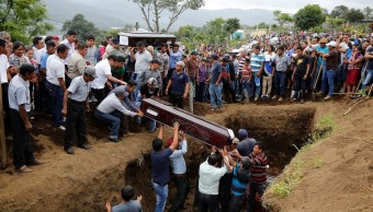 Suman 116 muertos por erupción Volcán Fuego en Guatemala