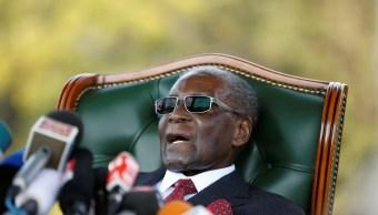 Mugabe no votará por sucesor Emmerson Mnangagwa en Zimbabue