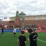Migrantes juegan su propio Mundial en la Plaza Roja