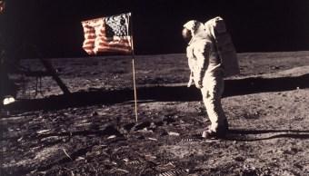 Familia de Neil Armstrong subastará colección del astronauta