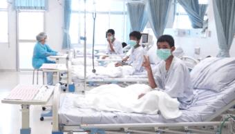 Niños tailandeses rescatados de cueva perdieron dos kilos