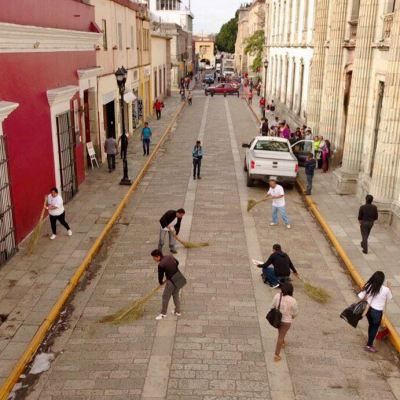 Inicia jornada de limpieza en centro histórico de Oaxaca para celebrar la Guelaguetza