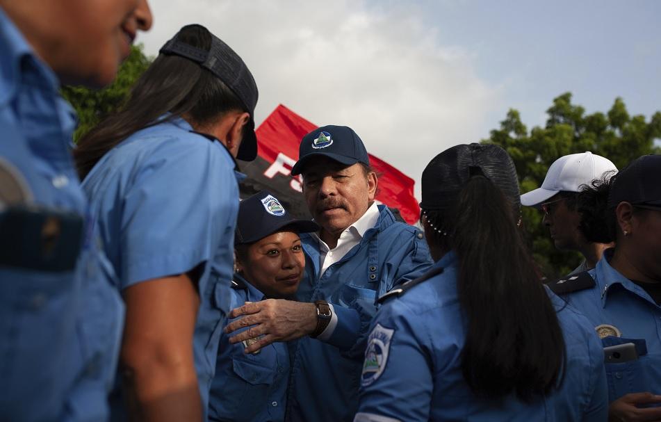 Multitudinaria marcha en apoyo de la revolución sandinista — Nicaragua