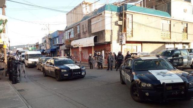 comerciantes agreden policias impedir operativo tianguis celaya