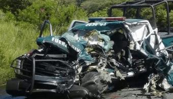 Patrulla choca con camión de verduras en Veracruz; muere un oficial