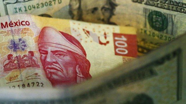 Peso mexicano extiende pérdidas, dólar cotiza en 18.99