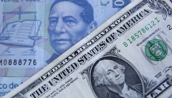 Peso mexicano pierde más de 1%, dólar cotiza en 19.09