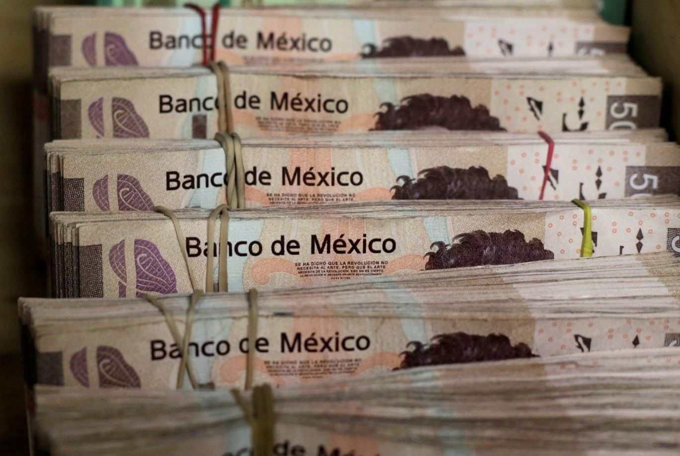 Peso mexicano registra ganancias tras baja de inflación de EU