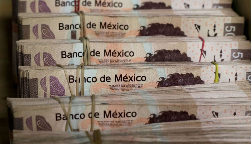 Peso mexicano registra ganancias tras menor inflación de EU