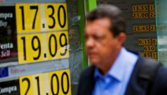 Peso mexicano se aprecia, dólar opera en 19.08