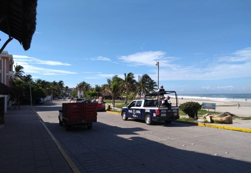 Ola arrastra a dos jóvenes en playa de Oaxaca; uno muere