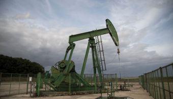 Precios del petróleo extienden alzas ante crisis en Libia