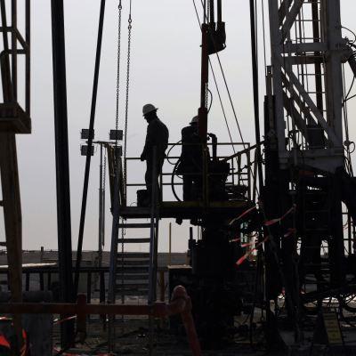 Precios del petróleo estables pese a tensión entre EU e Irán