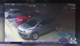 Roban autos en estacionamiento de tienda de conveniencia en Guanajuato