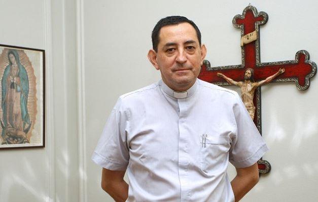 Detienen a sacerdote chileno acusado de abuso