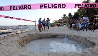 Se abre socavón cerca del mar en Playa del Carmen