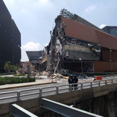 Se derrumba parte del centro comercial Artz Pedregal en San Jerónimo, CDMX