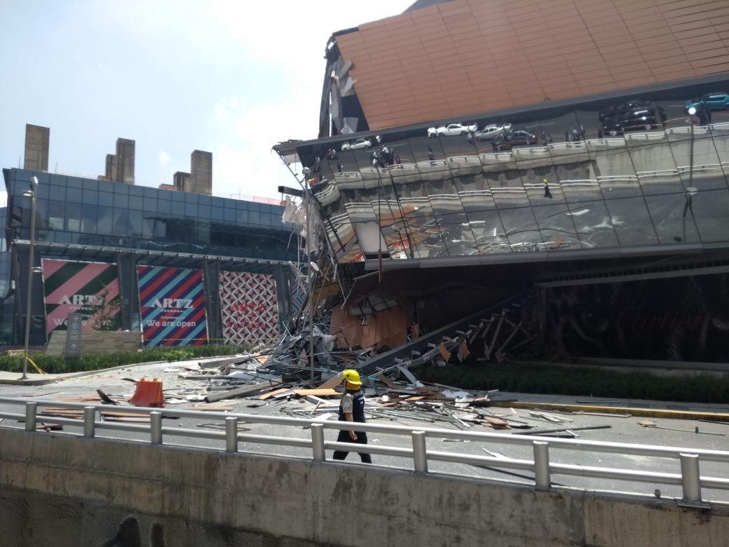 Se derrumba parte de centro comercial Artz Pedregal en San Jerónimo