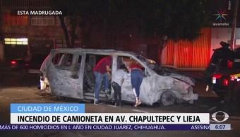 Se incendia camioneta en bajo puente de Chapultepec y Lieja, CDMX