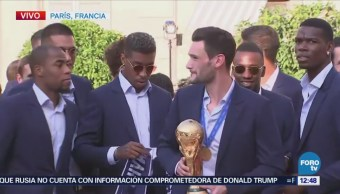 Selección francesa se reúne con Macron