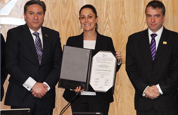 Sheinbaum recibe Constancia como jefa de gobierno electa