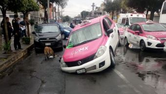 taxi cae socavon dos metros gam