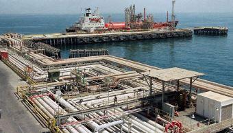 Sube precio de barril de petróleo Brent, WTI se estabiliza
