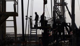 Suben precios del petróleo, Brent a 79 dólares por barril