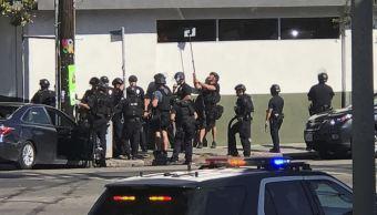 Reportan toma de rehenes en supermercado de California, EU
